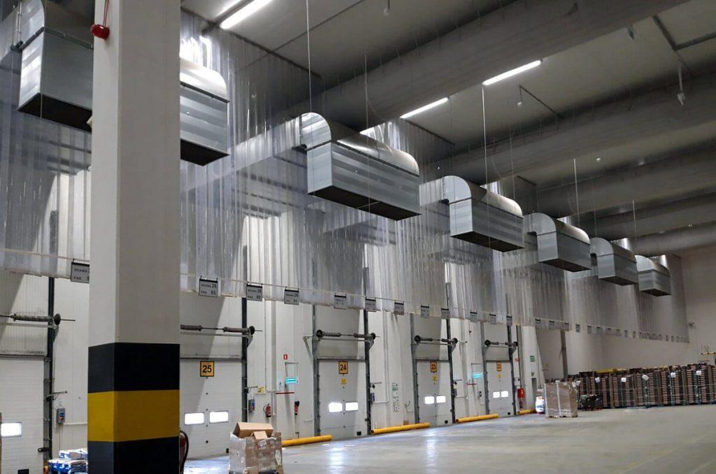 Kurtyny magazynowe zainstalowane w centrum logistycznym