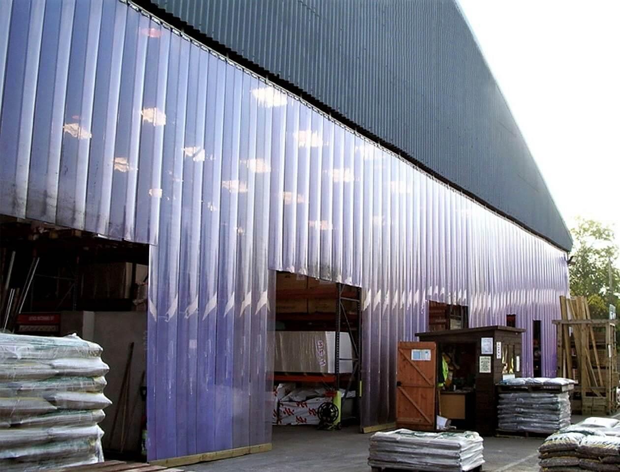 Kurtyny paskowe do ochrony składowanych towarów