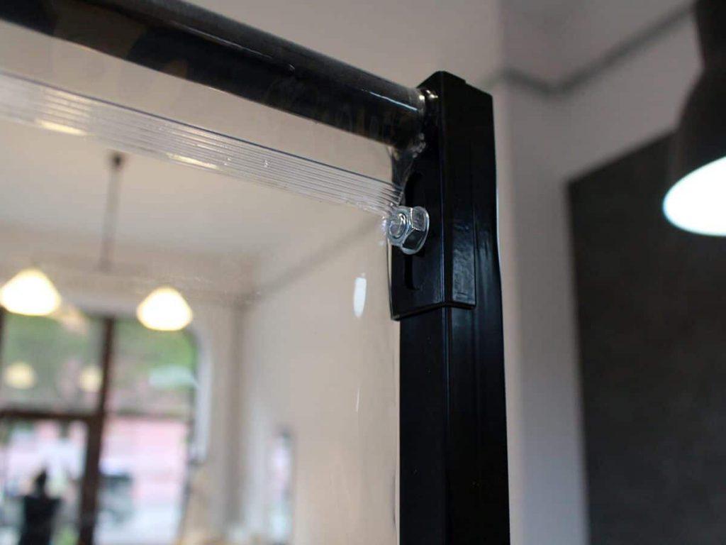 Przegroda antywirusowa do salonu fryzjerskiego - skręcany stelaż z profili zamkniętych