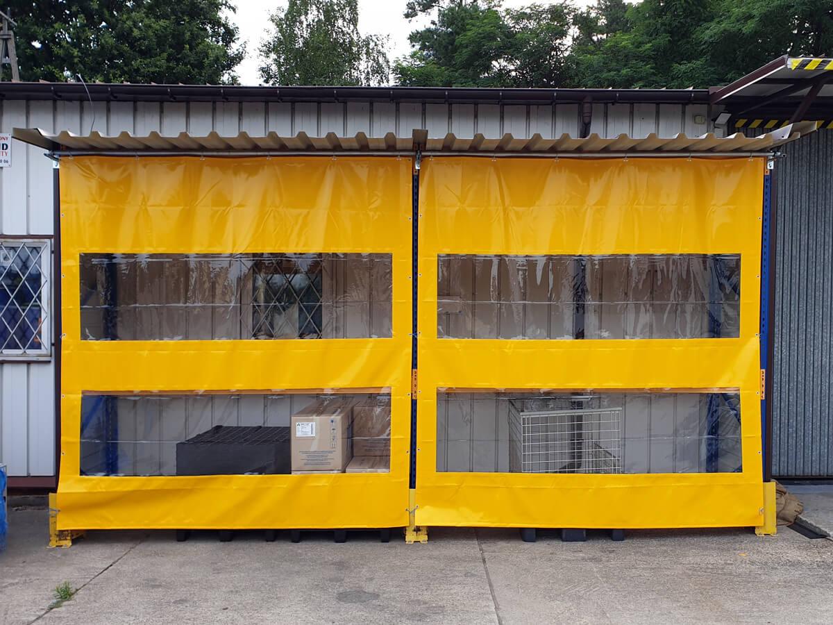 Kurtyny plandekowe z oknem