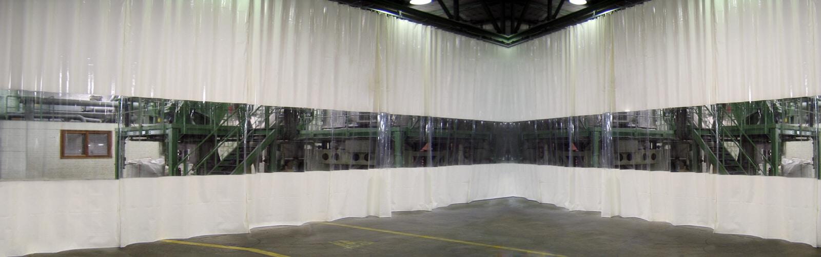 Przepierzenie z plandeki w hali przemysłowej