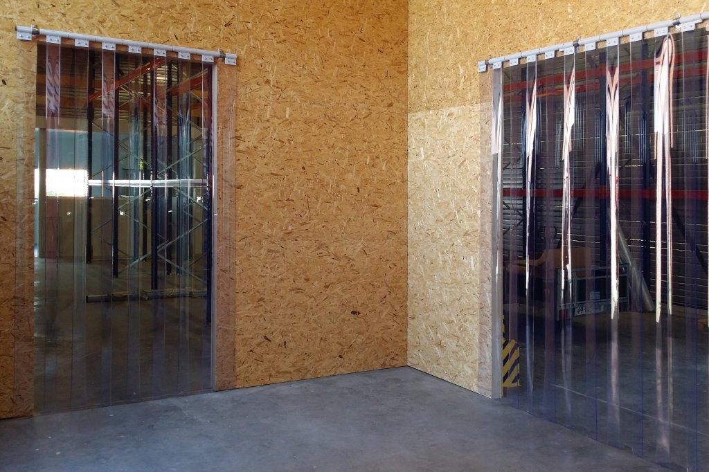 Paski foliowe w drzwiach pełnią funkcję kurtyn przemysłowych